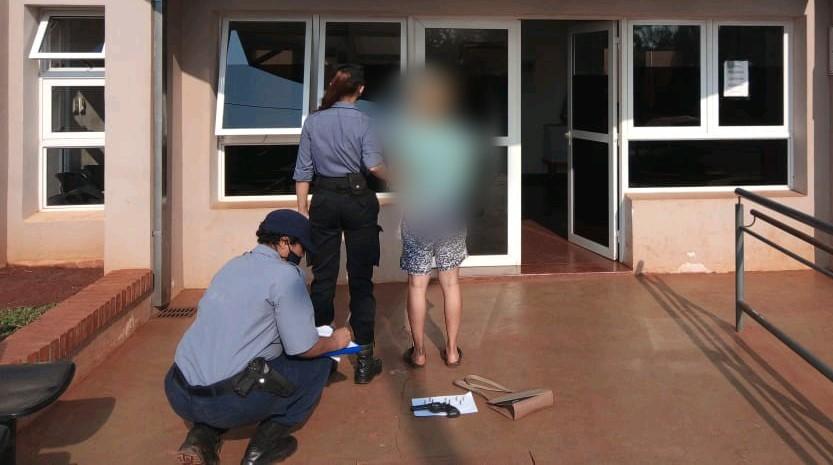 Una mujer grabó un video amenazando con un revólver a suex