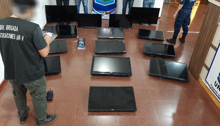 Capturaron a dos hombres que robaban televisores dehoteles
