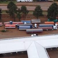 26 camiones con soja a nombre de jubilados y monotributistas incautados, 8 en un estación de servicios de Closs