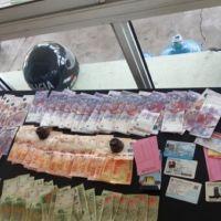 Una mujer fue demorada por circular con $42 mil y la policía le secuestró la plata