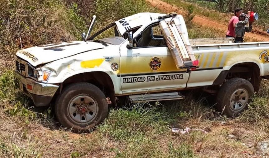 Camioneta de los bomberos despistó tras llevar agua a losbrigadistas