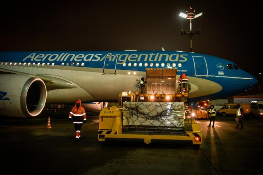Argentina envía tres aviones a Rusia para traer un millón devacunas