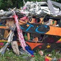 Volcó un colectivo en la BR-376 dejando al menos diez muertos
