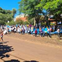 Docentes protestan frente a la escuela Normal por la designación de Alejandro Shorot como vicedirector