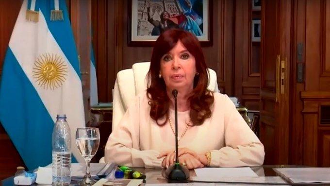 Cristina pidió a los argentinos unirse y reclamar solidaridad a los países fabricantes devacunas