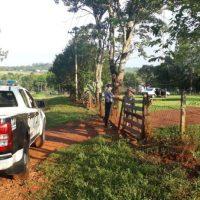Diez delincuentes armados asaltaron violentamente a un colono para robarle pesos y dólares