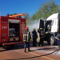 Un camión se incendió parcialmente en la ruta 5