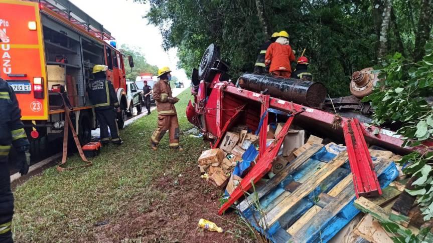 Un camión volcó en el acceso a PuertoIguazú