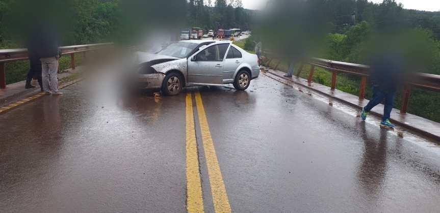 Despistó una ambulancia en la ruta 14 y un auto chocó en el puenteYazá