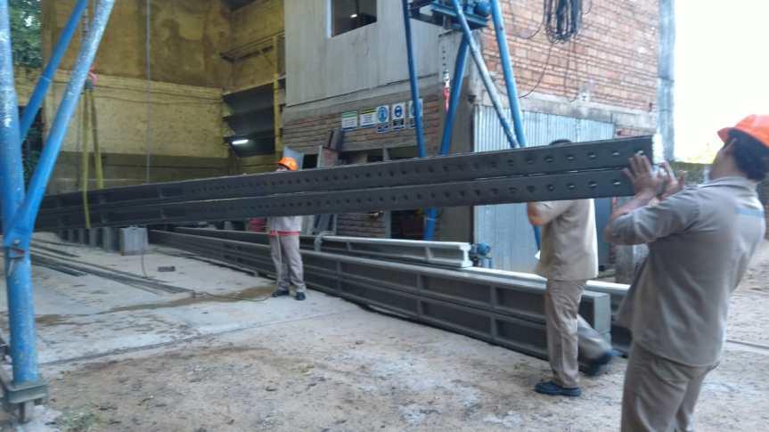 La CELO realiza sustitución de luminarias y fabrica postes de cemento para reemplazar los demadera