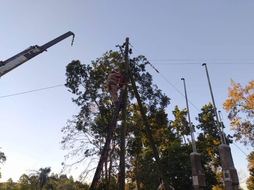Amplían redes eléctricas en Stemberg y LosHelechos