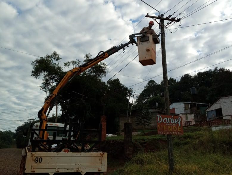 La CELO realizó tareas de reposición de cables robados en CampoRamón