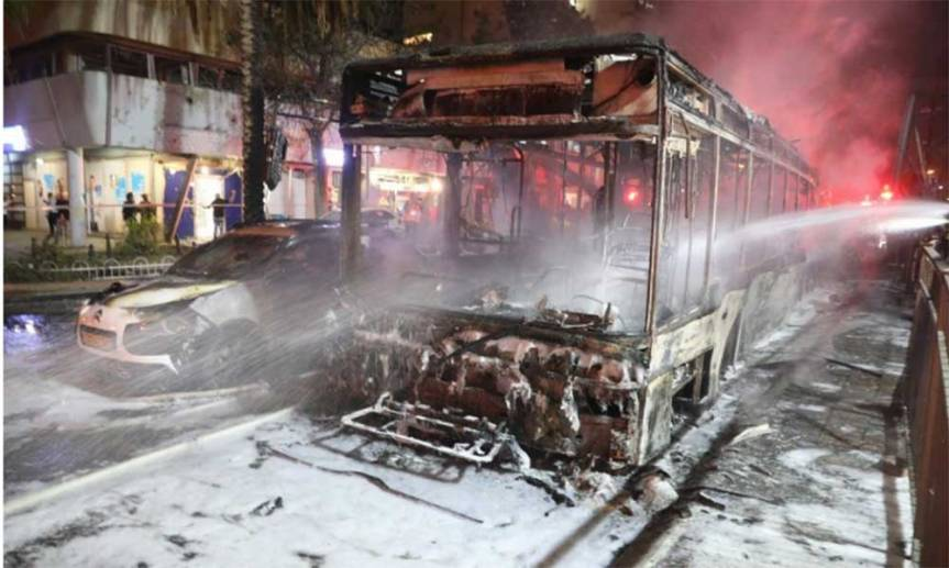 Israel: Hamas lanzó 130 cohetes contra Tel Aviv tras los ataques enGaza