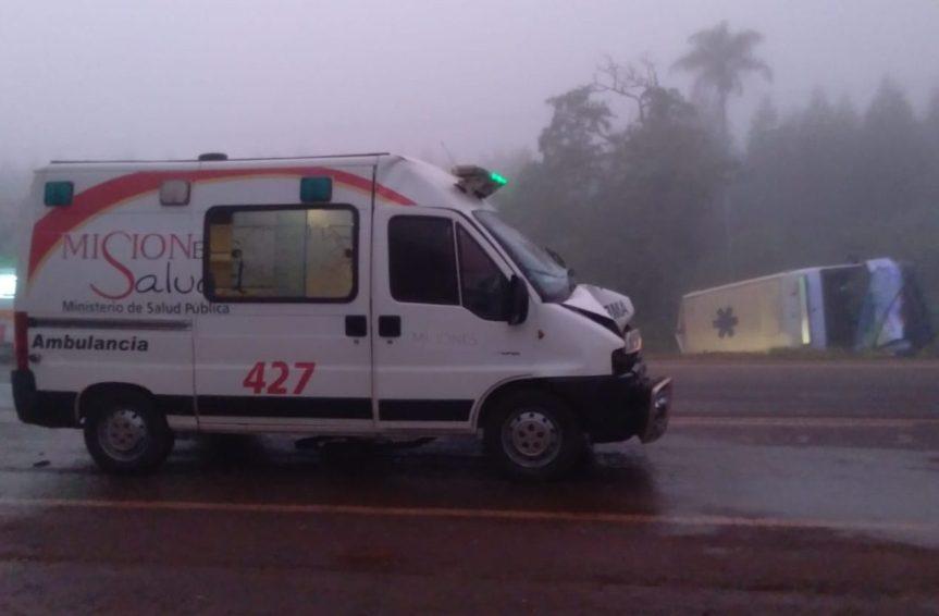 Cuatro heridos tras el choque entre dos ambulancias y doscamionetas