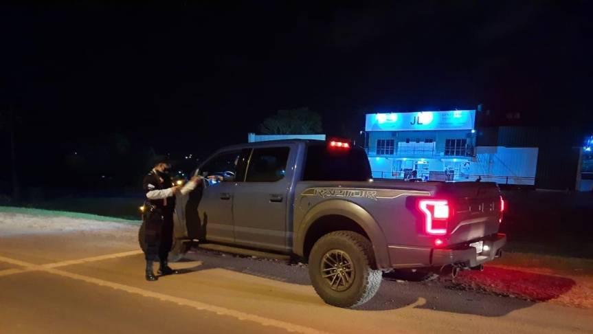 Seis detenidos y cuatro licencias de conducir retenidas encontroles