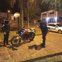 Dejó estacionada la moto en avenida Perón y se la robaron