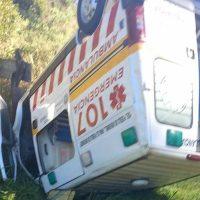 Ambulancia volcó en la ruta llevando una embarazada