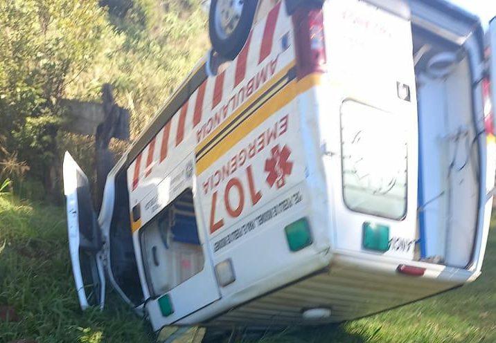 Ambulancia volcó en la ruta llevando unaembarazada