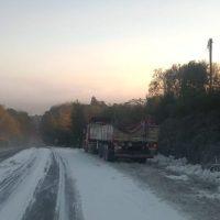 Un camión perdió su carga de harina en la ruta