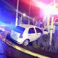 Un joven que manejaba borracho chocó a dos mujeres e intentó escapar