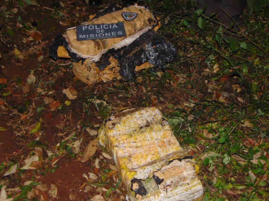 Hallaron abandonados en un monte dos paquetes con 46 panes demarihuana