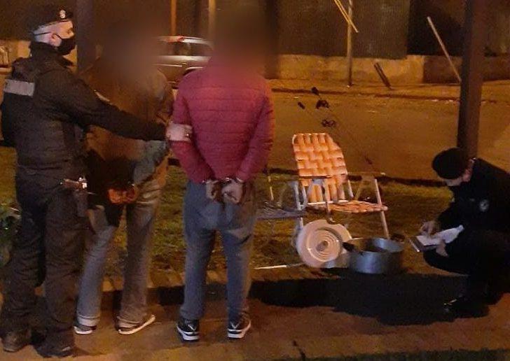 Vecinos alertaron que sujetos llevaban cosas robadas en Villa Lutz y fuerondetenidos