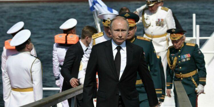 """Putin dijo que """"la Armada rusa puede dar un golpe militar a cualquier adversario"""""""
