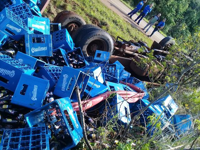 Camión con cervezas volcó en la ruta14