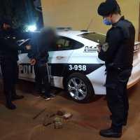 Fue detenido por música a alto volumen y atacar un móvil policial con piedras