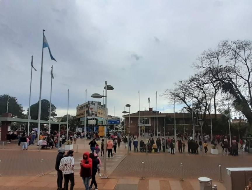 Manifestantes protestan en el centro obereño y cortan la ruta 14 en CampoViera