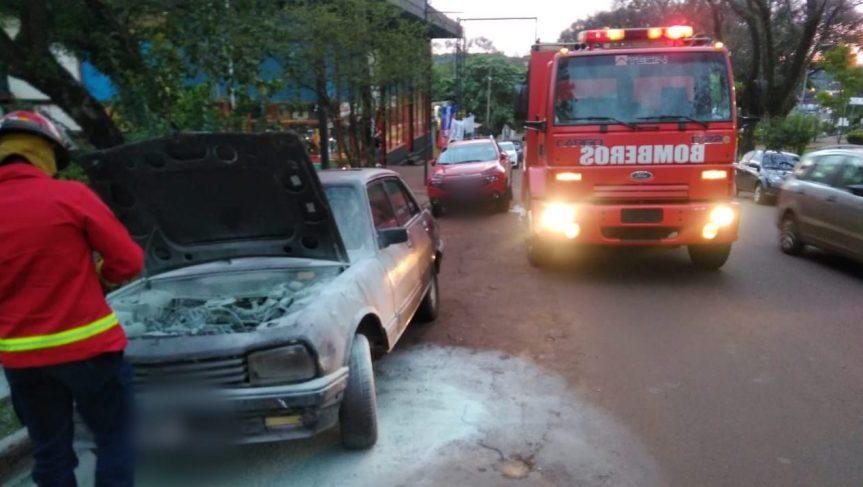 Se le prendió fuego el auto en la avenidaSarmiento