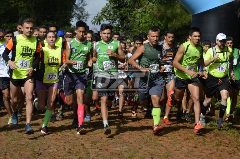 Más de 700 atletas en el Trail Aniversario de LosHelechos