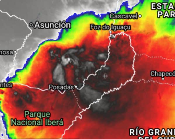 La tormenta abarca Misiones, parte de Corrientes, Paraguay yBrasil